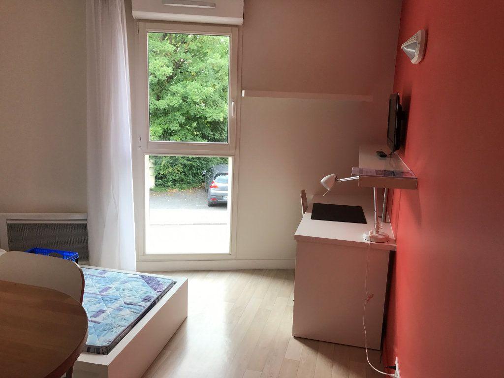Appartement à louer 1 22m2 à Compiègne vignette-1