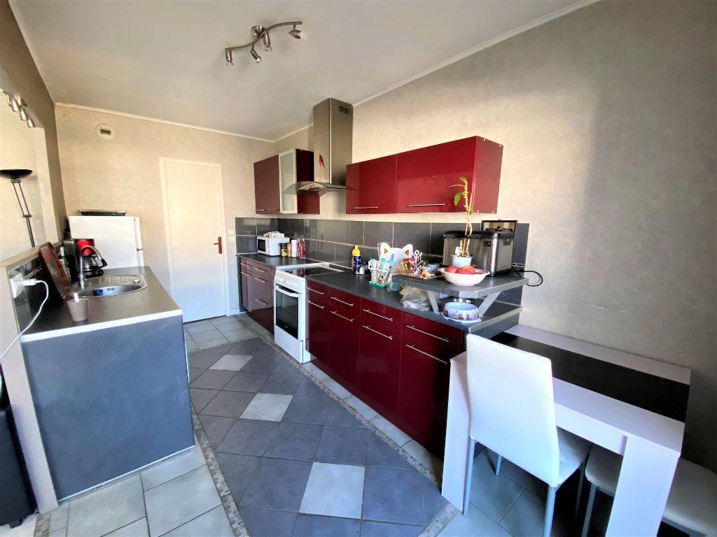 Appartement à vendre 3 71m2 à Compiègne vignette-2