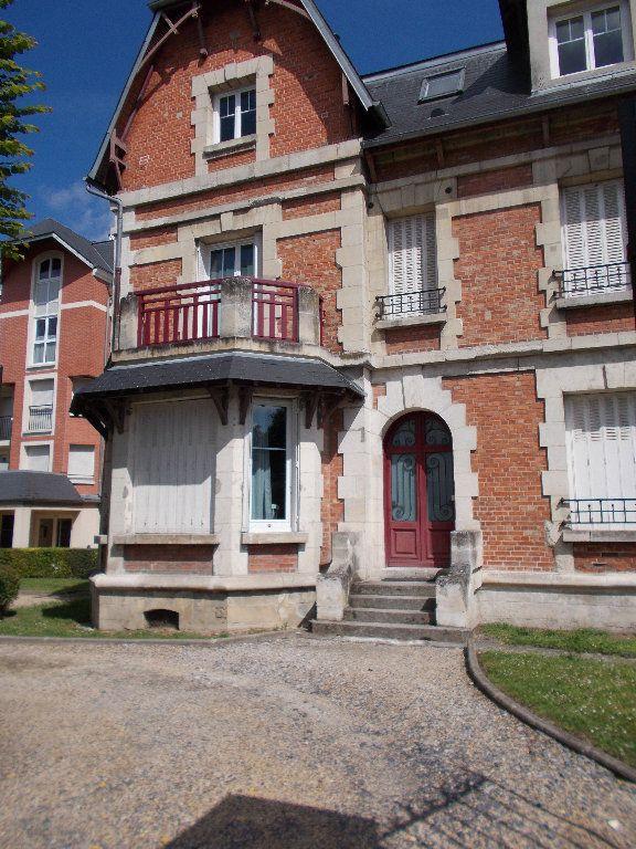 Appartement à louer 2 37.59m2 à Compiègne vignette-1