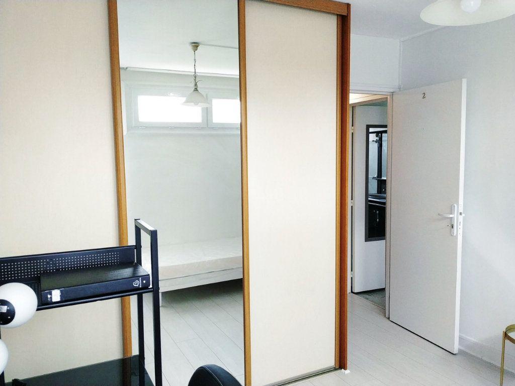 Appartement à louer 1 11.78m2 à Compiègne vignette-2
