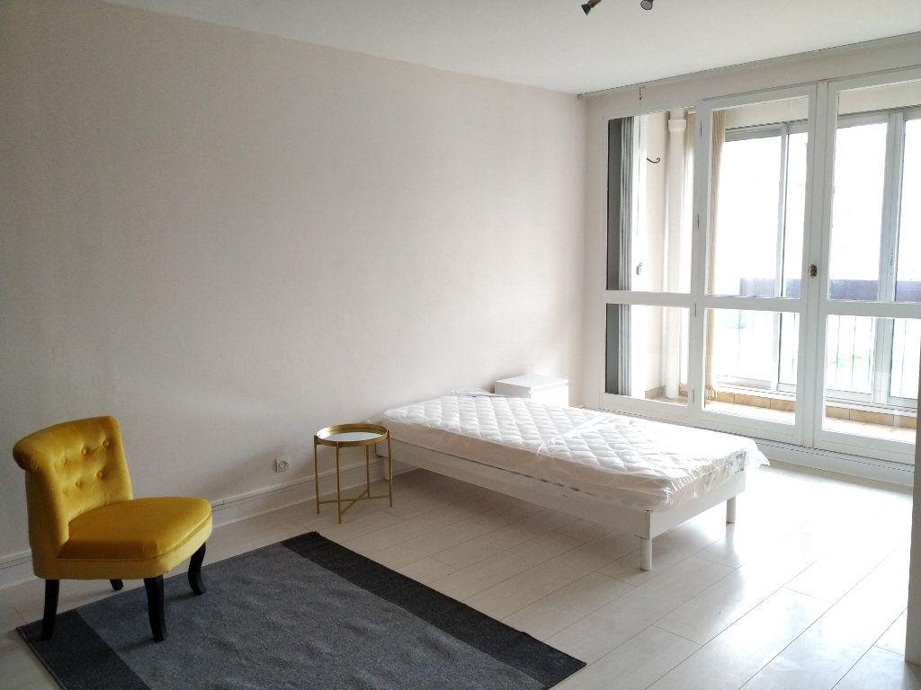 Appartement à louer 1 17.97m2 à Compiègne vignette-1