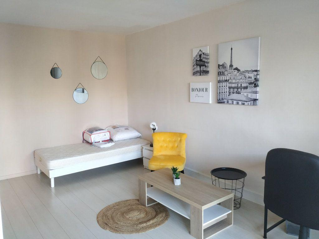 Appartement à louer 1 18m2 à Compiègne vignette-1