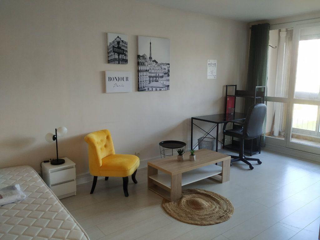 Appartement à louer 1 18m2 à Compiègne vignette-2