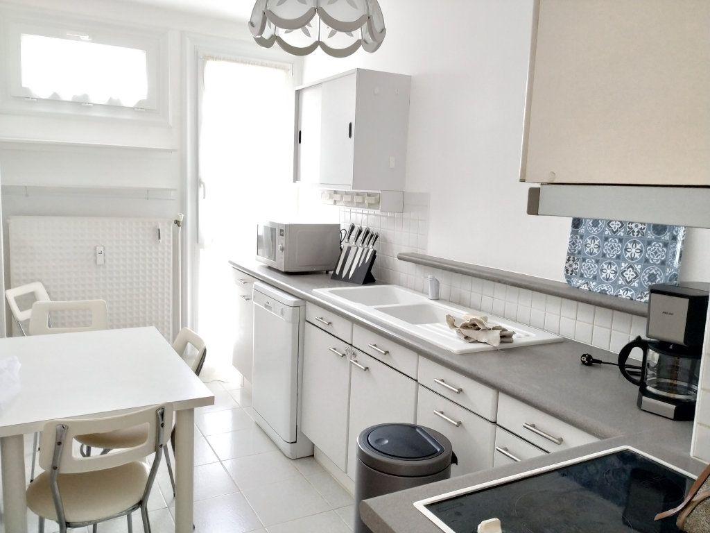 Appartement à louer 1 18m2 à Compiègne vignette-4