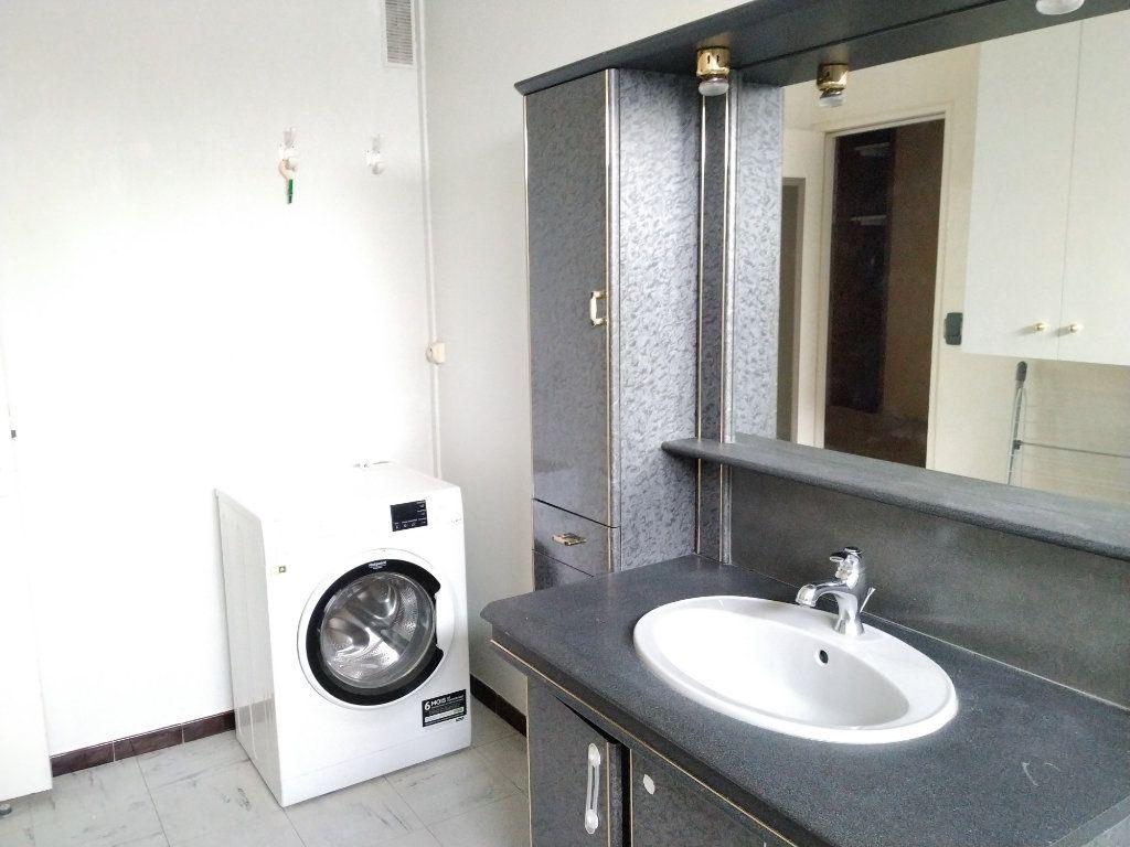 Appartement à louer 1 18m2 à Compiègne vignette-6
