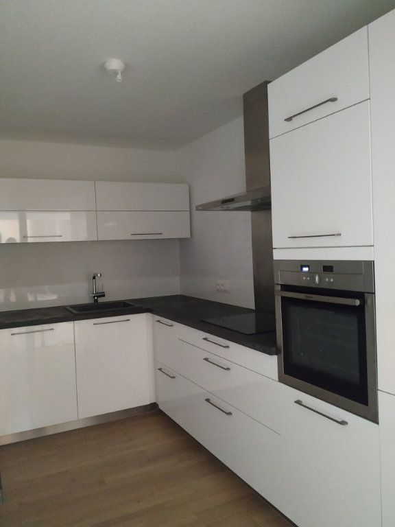 Appartement à louer 5 97.14m2 à Compiègne vignette-1