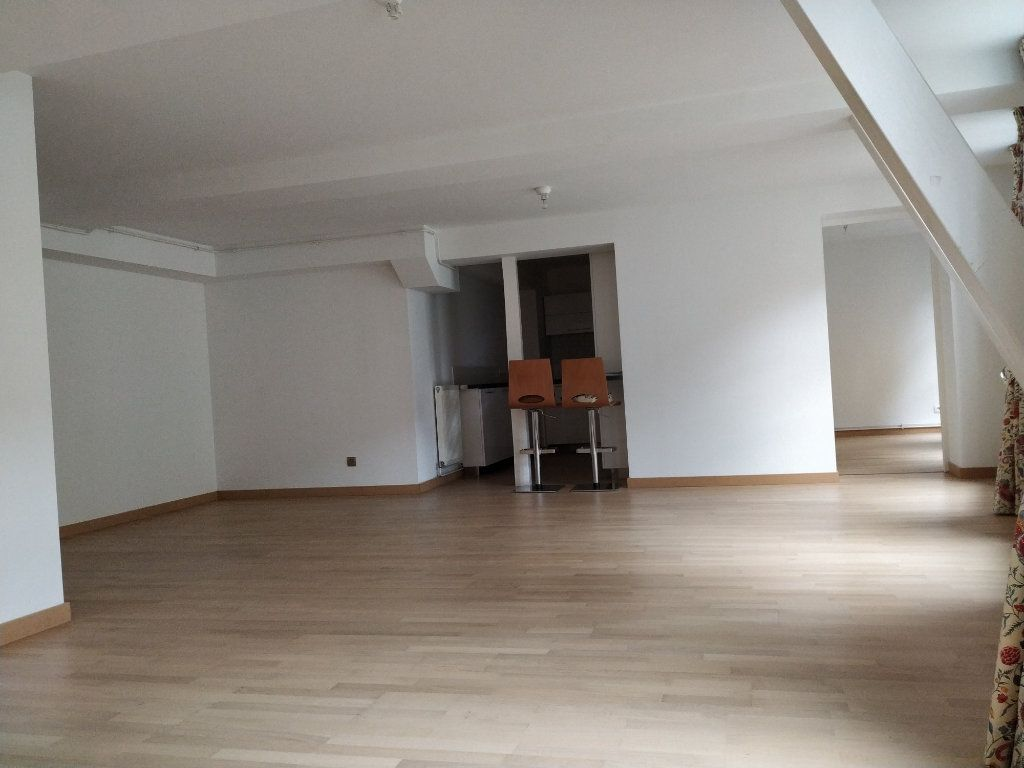 Appartement à louer 5 97.14m2 à Compiègne vignette-4