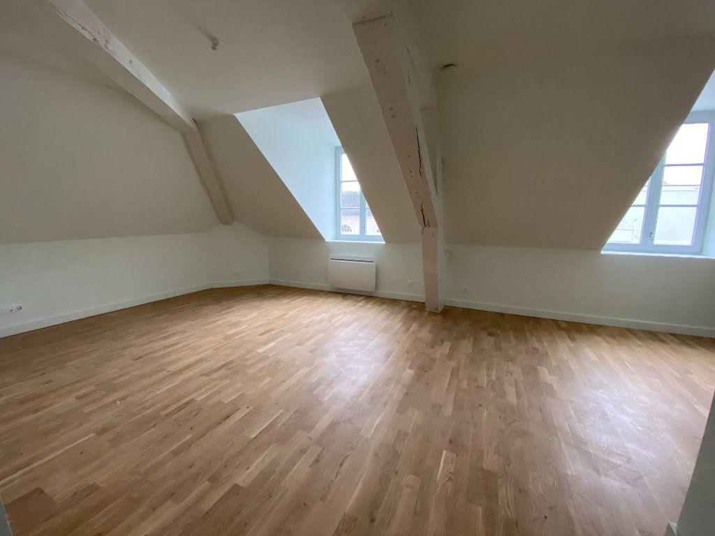 Appartement à vendre 4 84.59m2 à Compiègne vignette-4
