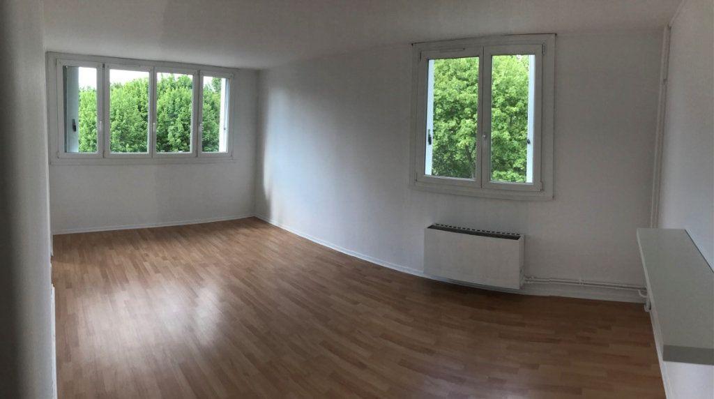 Appartement à vendre 2 45.69m2 à Compiègne vignette-2