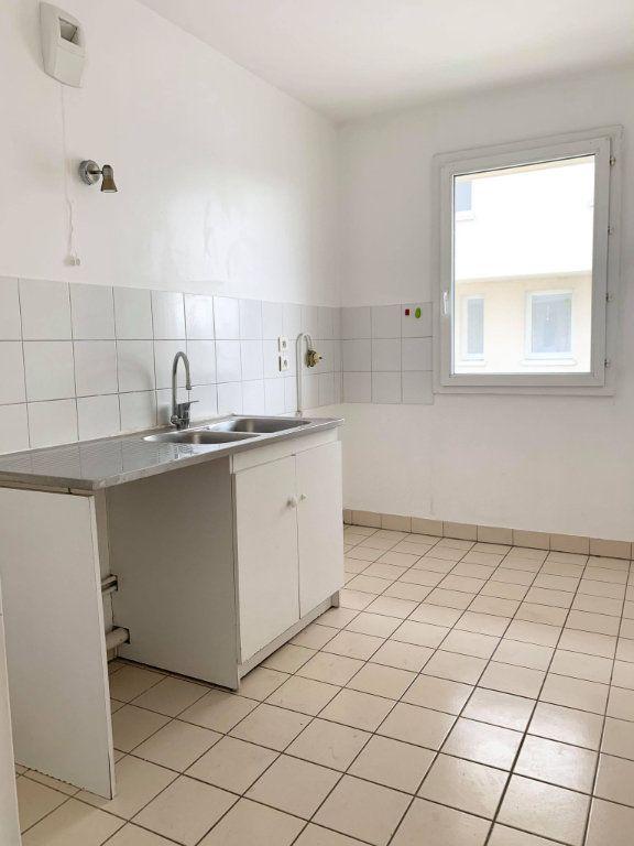 Appartement à louer 3 67.46m2 à Compiègne vignette-2