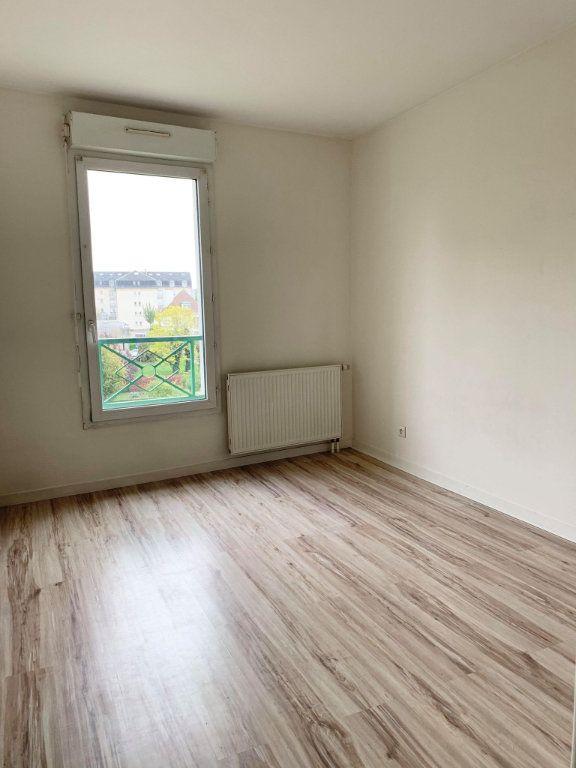 Appartement à louer 3 67.46m2 à Compiègne vignette-6