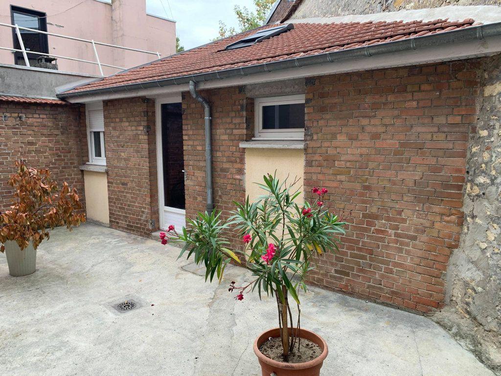 Appartement à louer 1 13.9m2 à Compiègne vignette-1