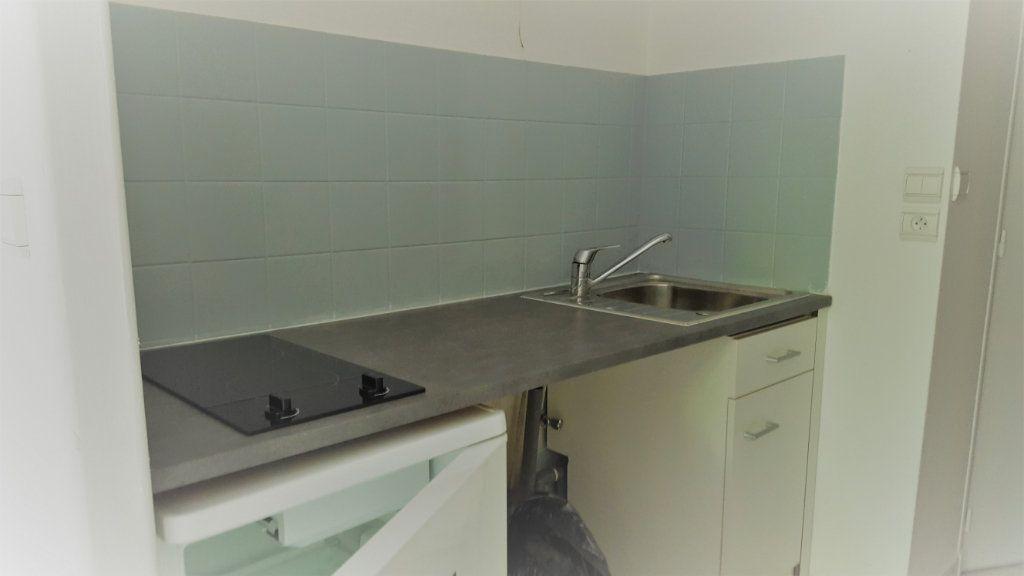 Appartement à louer 1 30m2 à Margny-lès-Compiègne vignette-1