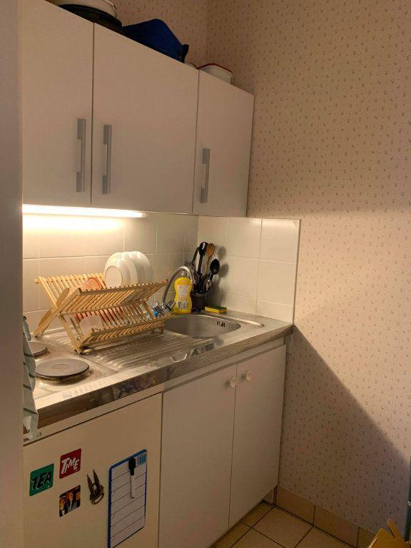 Appartement à louer 1 29.47m2 à Compiègne vignette-2