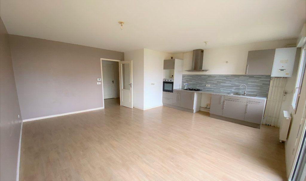 Appartement à vendre 3 66.84m2 à Compiègne vignette-2