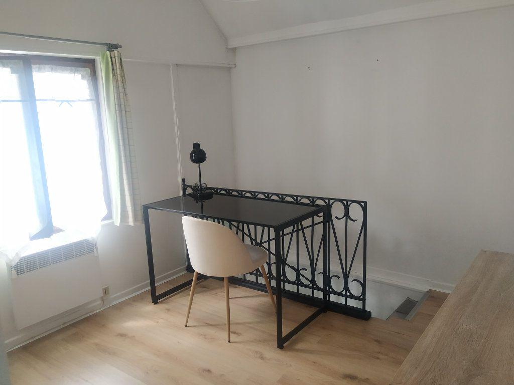 Appartement à louer 1 25.36m2 à Compiègne vignette-3