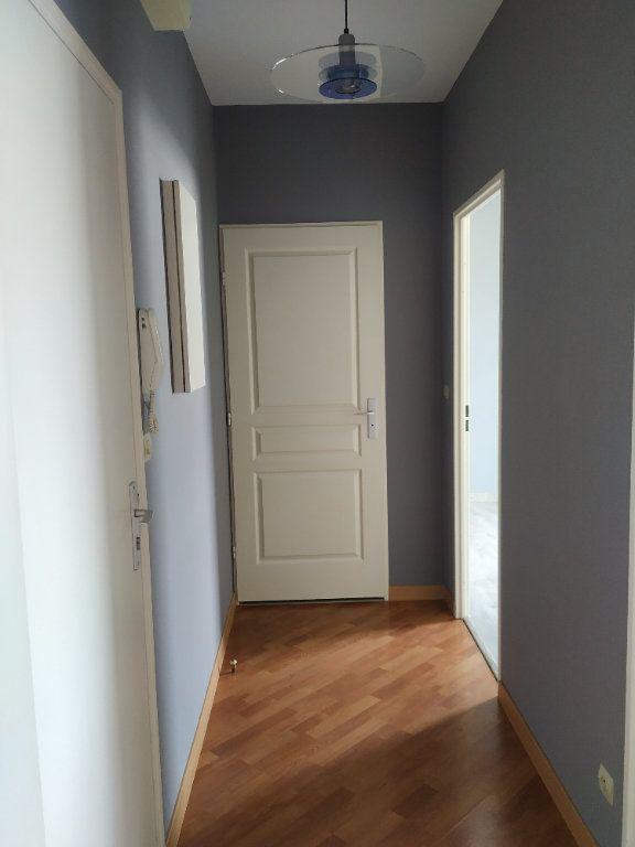 Appartement à louer 2 37.3m2 à Compiègne vignette-7