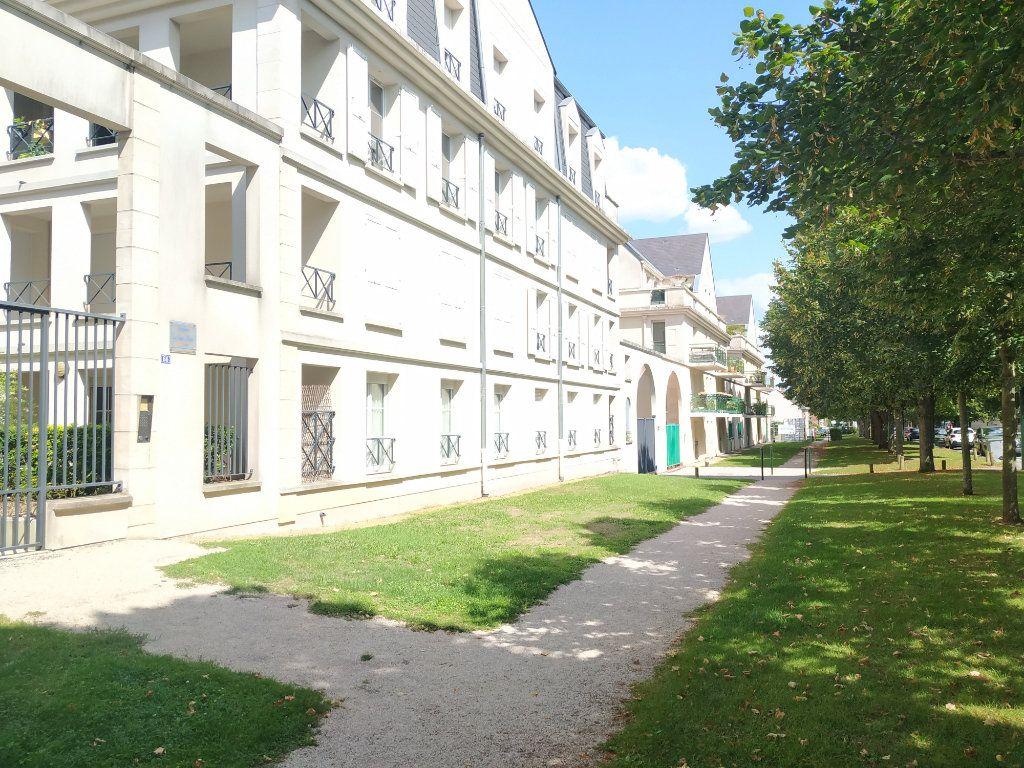 Appartement à louer 1 32.2m2 à Compiègne vignette-1