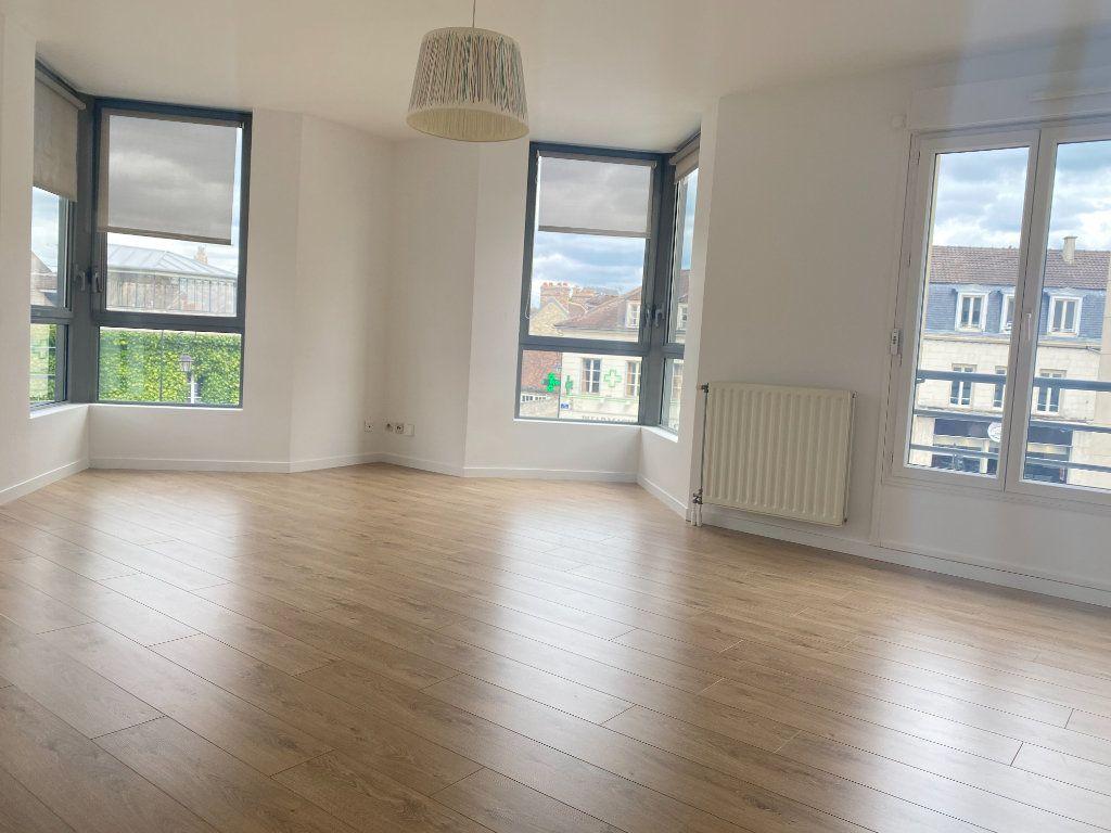 Appartement à louer 4 89.84m2 à Compiègne vignette-2