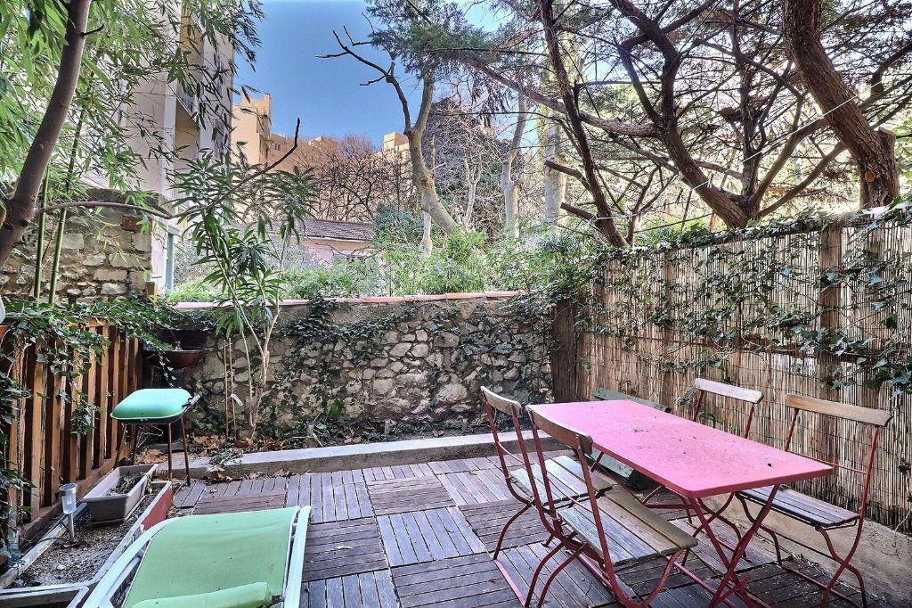 Appartement à louer 2 34m2 à Marseille 8 vignette-1