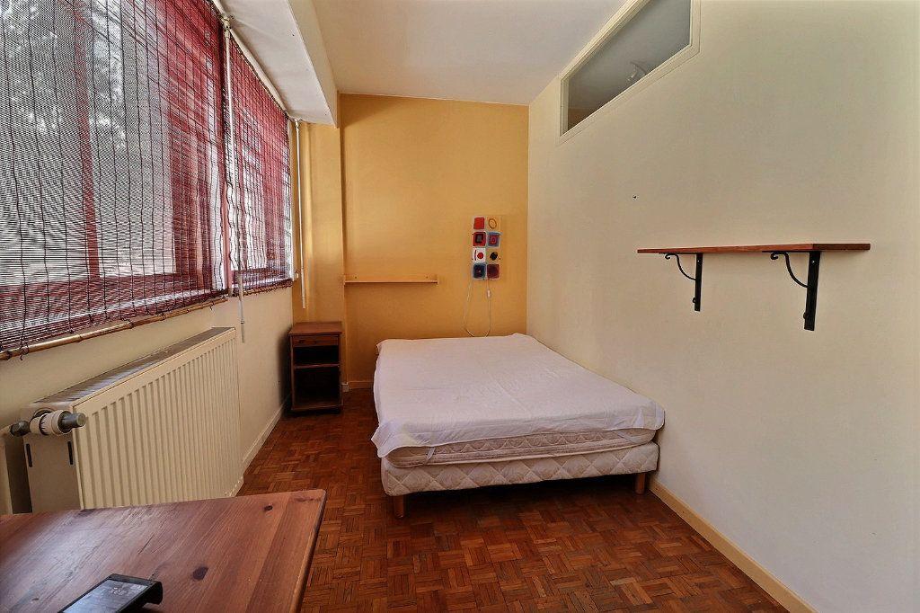 Appartement à louer 2 34m2 à Marseille 8 vignette-3
