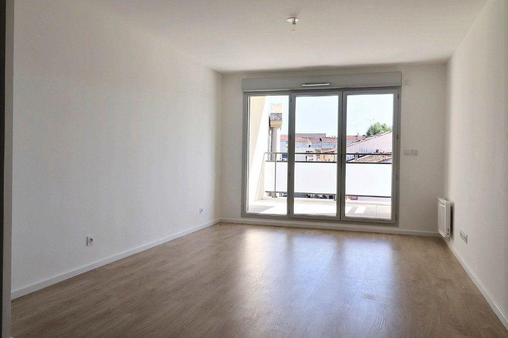 Appartement à louer 3 58.29m2 à Istres vignette-1