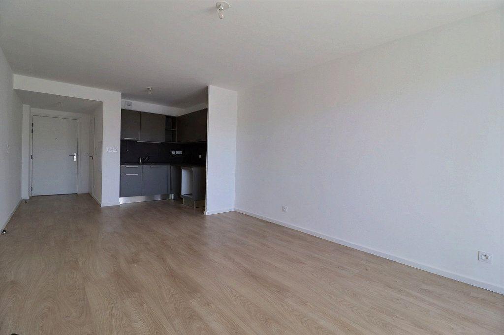 Appartement à louer 3 58.29m2 à Istres vignette-2