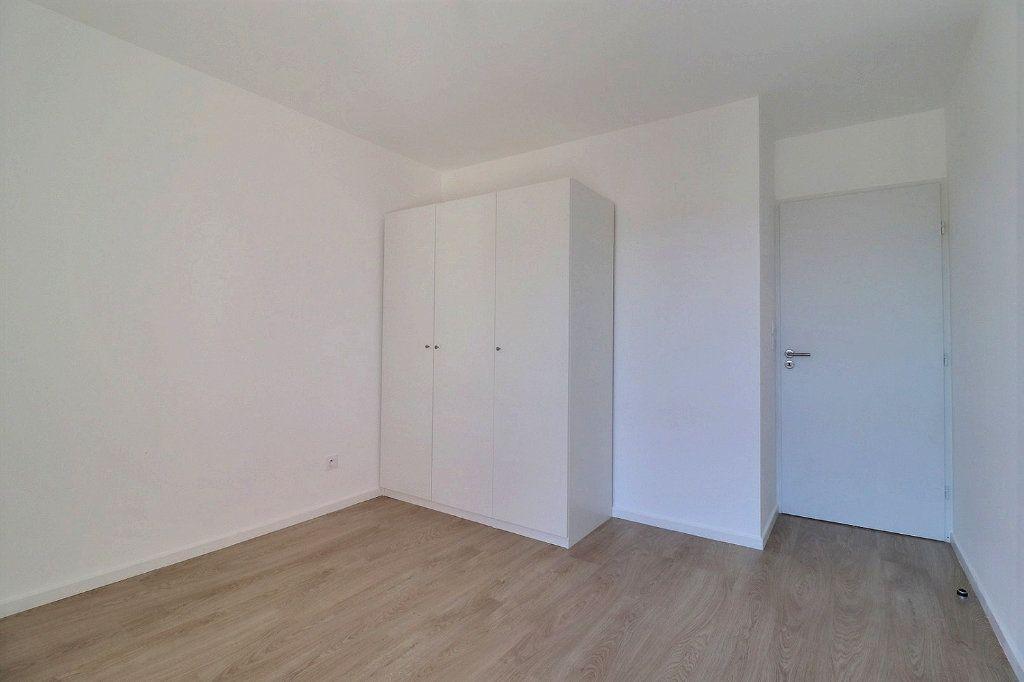 Appartement à louer 3 58.29m2 à Istres vignette-3