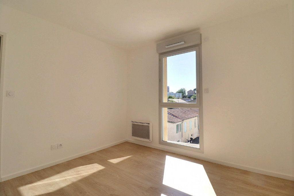 Appartement à louer 3 58.29m2 à Istres vignette-4