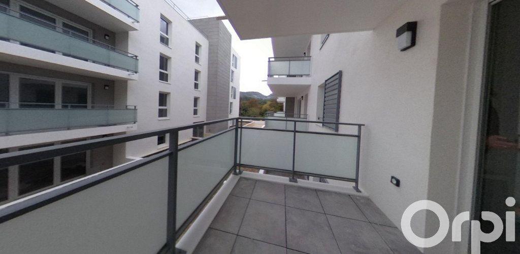 Appartement à louer 2 39.86m2 à Roquevaire vignette-1