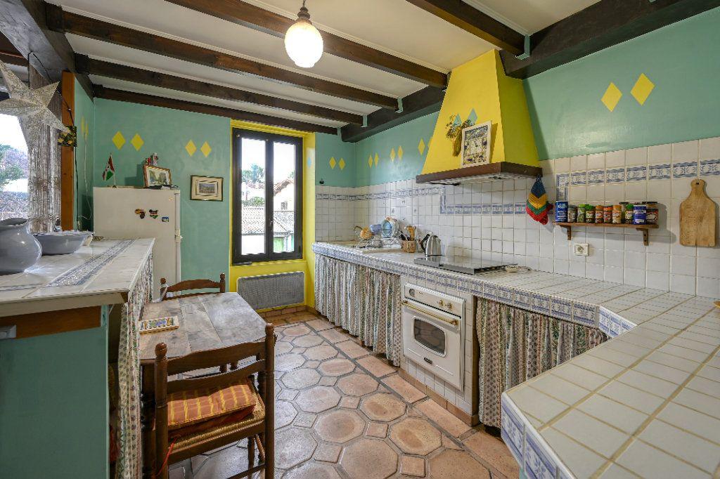 Appartement à vendre 4 123m2 à Fuveau vignette-3