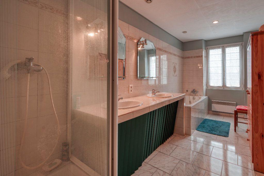 Appartement à vendre 4 123m2 à Fuveau vignette-8