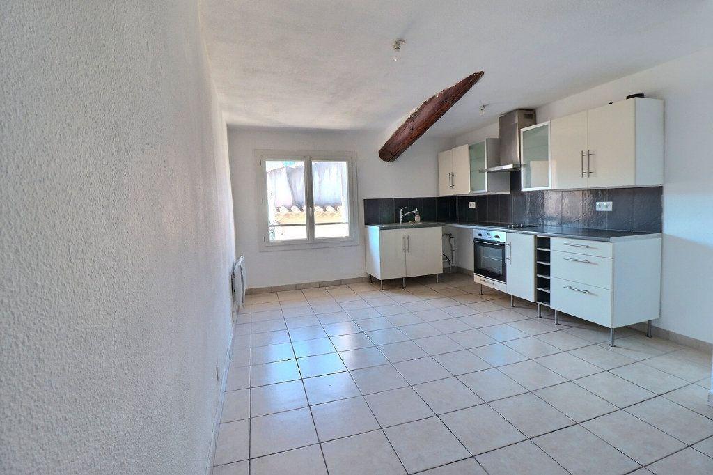 Appartement à louer 3 73.91m2 à Trets vignette-1