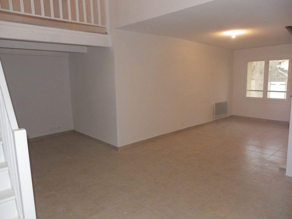 Appartement à louer 3 73.91m2 à Trets vignette-2