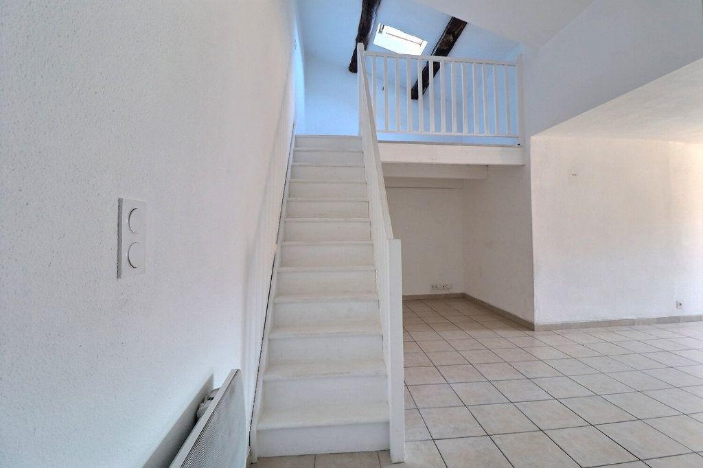 Appartement à louer 3 73.91m2 à Trets vignette-3