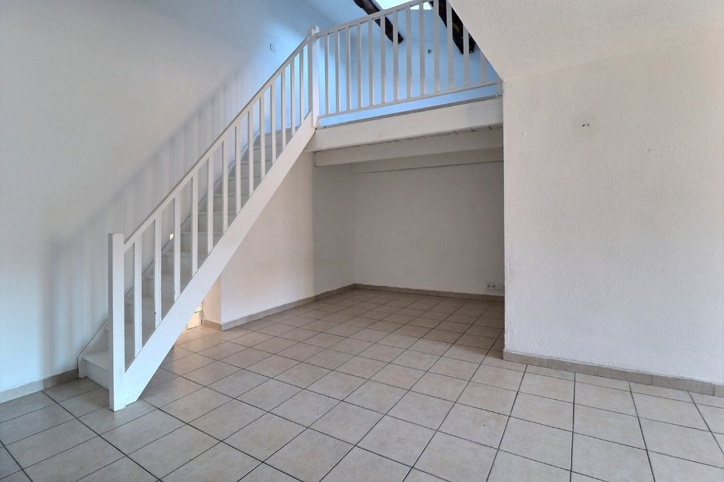 Appartement à louer 3 73.91m2 à Trets vignette-4