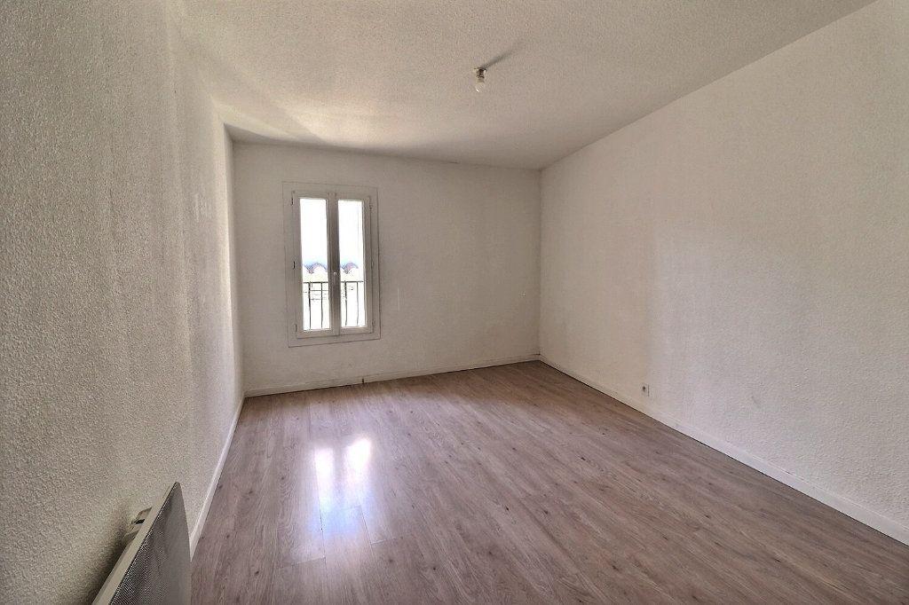 Appartement à louer 3 73.91m2 à Trets vignette-5