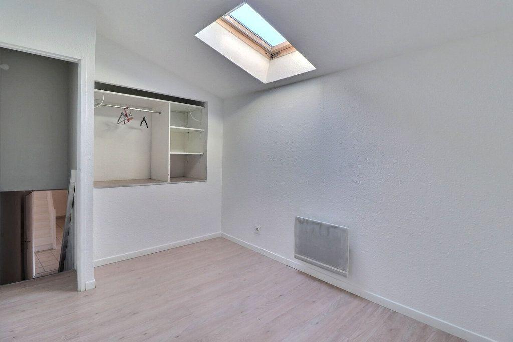 Appartement à louer 3 73.91m2 à Trets vignette-6