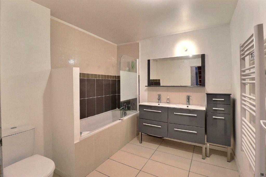 Appartement à louer 3 73.91m2 à Trets vignette-7