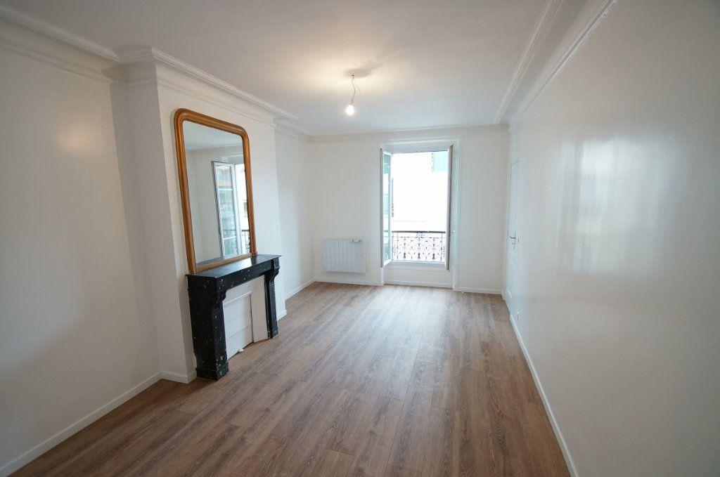 Appartement à vendre 2 54m2 à Paris 18 vignette-1