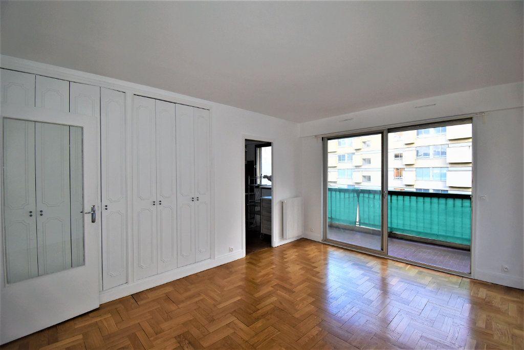 Appartement à louer 1 29m2 à Paris 15 vignette-3
