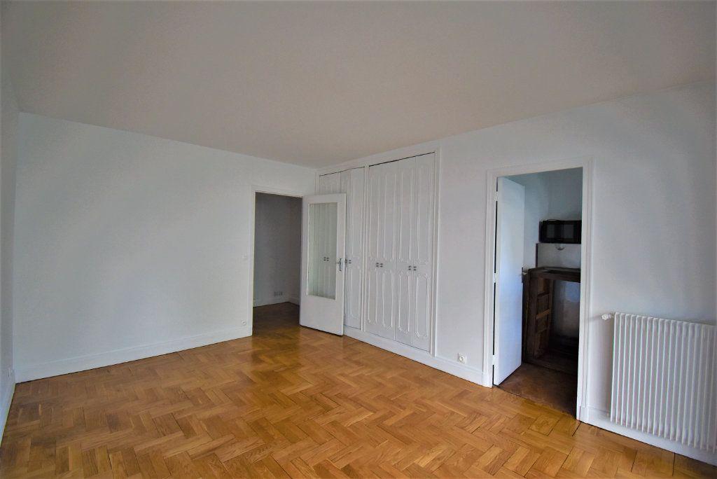 Appartement à louer 1 29m2 à Paris 15 vignette-4