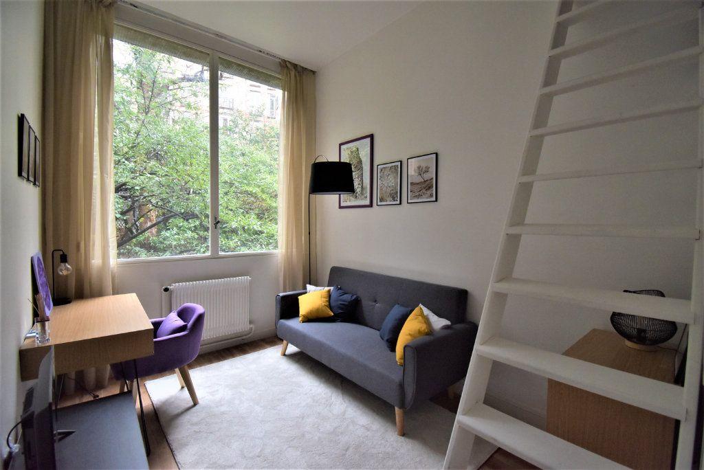 Appartement à louer 1 13m2 à Paris 16 vignette-1