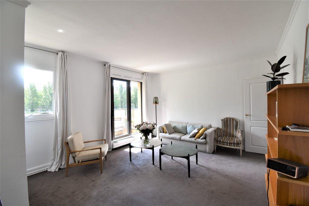 Appartement à vendre 3 69.48m2 à Paris 17 vignette-3