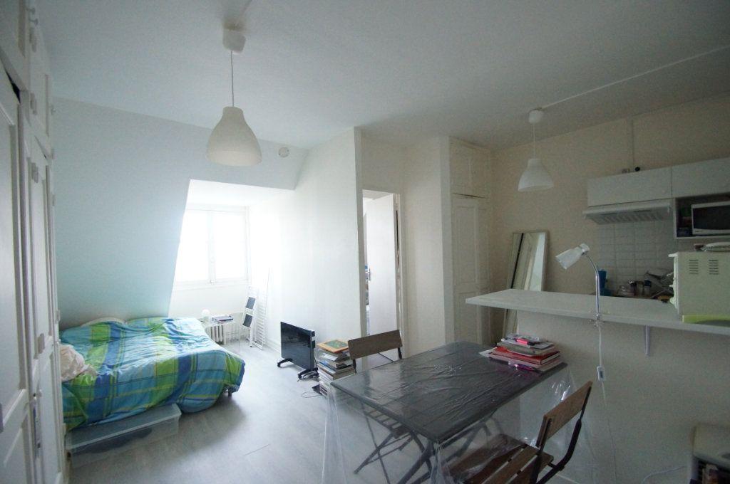 Appartement à louer 1 22.93m2 à Neuilly-sur-Seine vignette-1