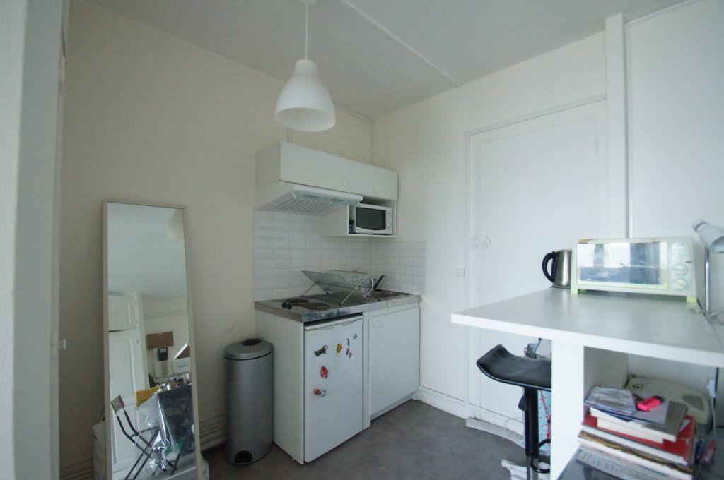 Appartement à louer 1 22.93m2 à Neuilly-sur-Seine vignette-2