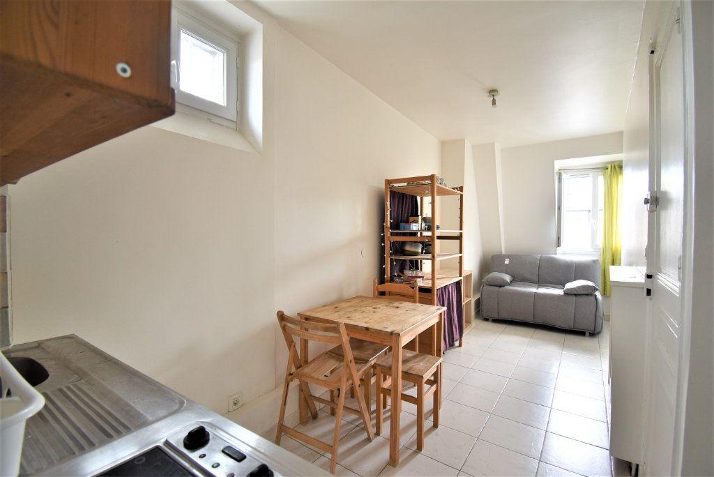 Appartement à louer 1 16m2 à Paris 8 vignette-1