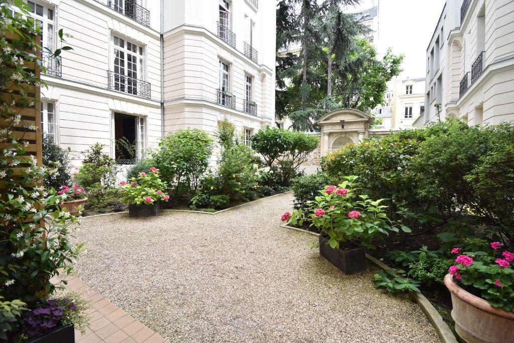 Appartement à louer 1 16m2 à Paris 8 vignette-4