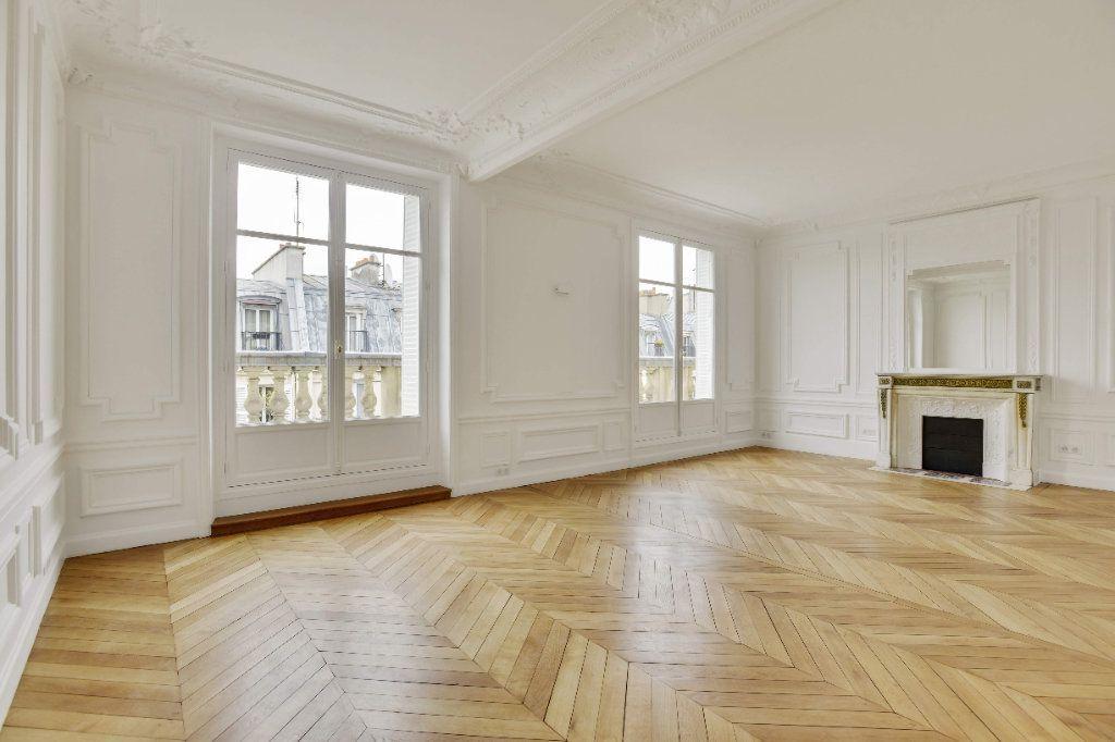 Appartement à louer 6 156m2 à Paris 8 vignette-1