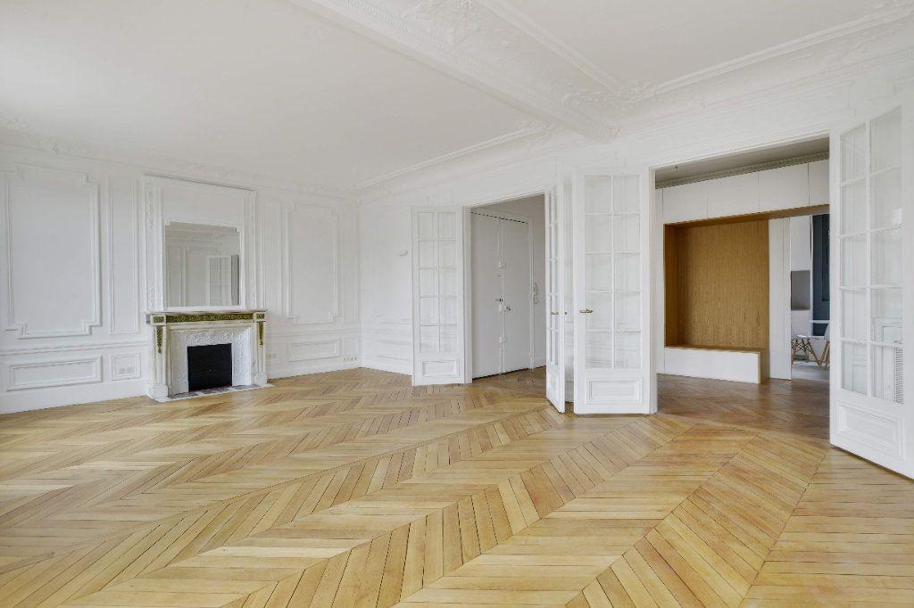 Appartement à louer 6 156m2 à Paris 8 vignette-2